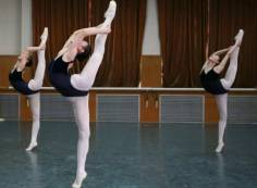 本人23岁,无舞蹈基础,突然想全职学舞蹈两年时间